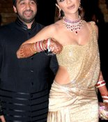 Bollywoods Actress And Their Sari-Oops Moments